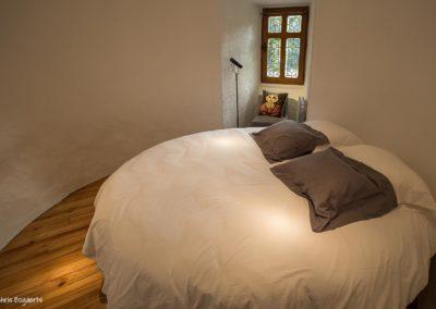 Chambre au lit rond